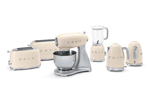 Бытовая техника для кухни в стиле 50-х