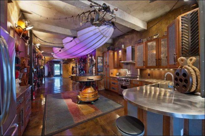 Просторная кухня в морском стиле