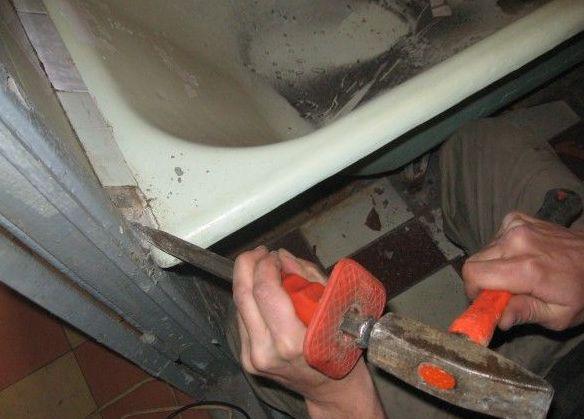 Как установить своими руками чугунную ванну 131