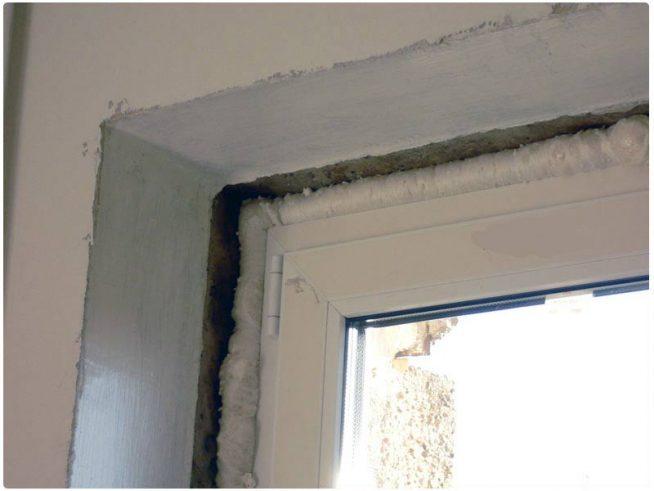 Необработанные откосы на окнах