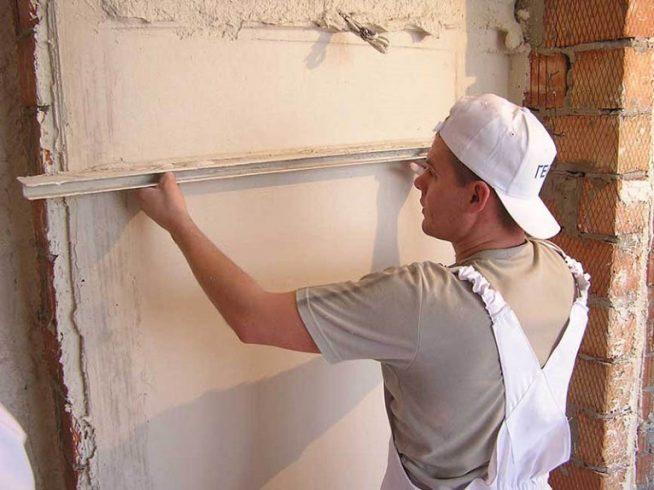 Оштукатуривание стены без маяков