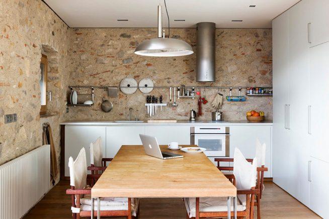 Стены на кухне в стиле рустик