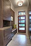 Практичная мебель в коридоре