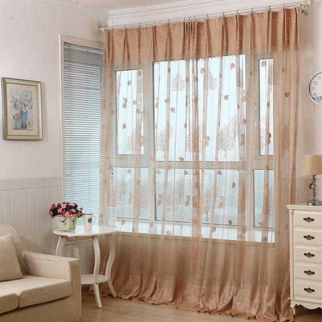 Тонкие полупрозрачные шторы с набивным рисунком