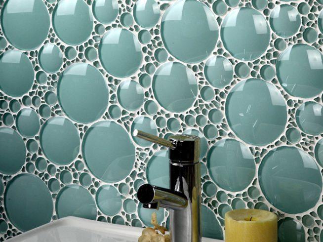 Современный геометрический стиль укладки плитки в ванной комнате в квартире