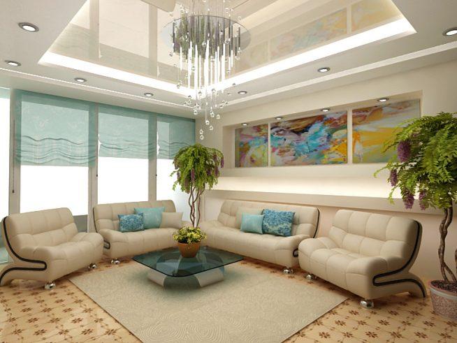 Гостиная с глянцевым потолком и многоуровневой подсветкой