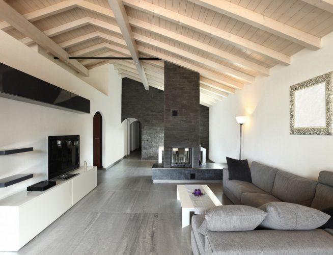 Гостиная с потолком сложной формы