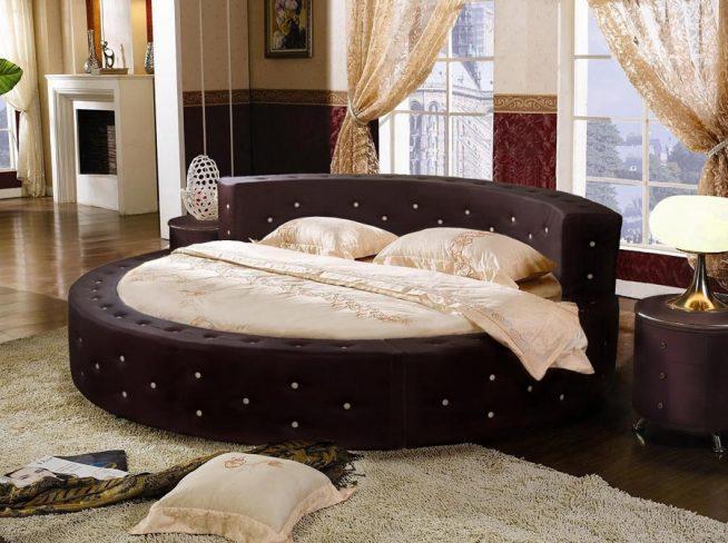 Круглая кровать с невысоким изголовьем