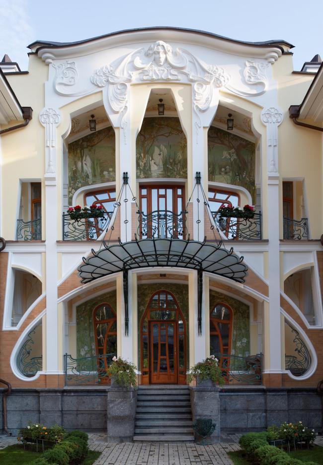 Фасад здания в стиле модерн