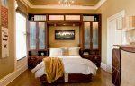 Спальня в бежевых тонах со шкафом-кроватью