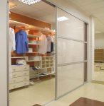 Прямоугольная гардеробная в холле