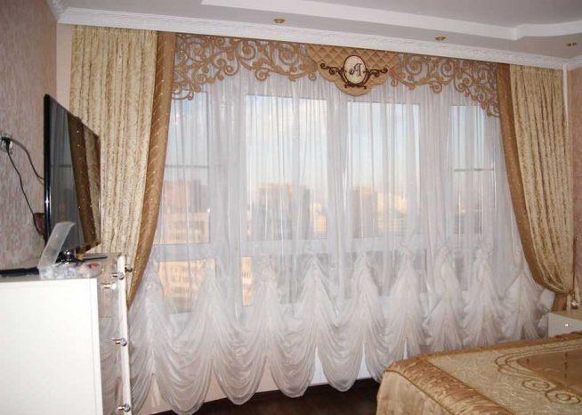 Штора для спальни с ажурным ламбрекеном и фалдами