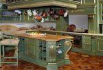 Зелёная кухня в стиле барокко