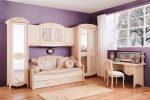 Светлая барочная мебель в детской