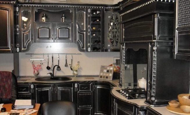 Чёрная кухня в стиле барокко