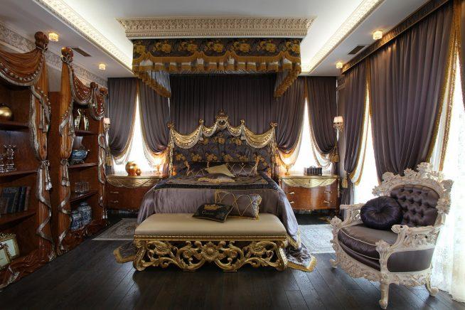 Декоративные шторы в спальне барокко
