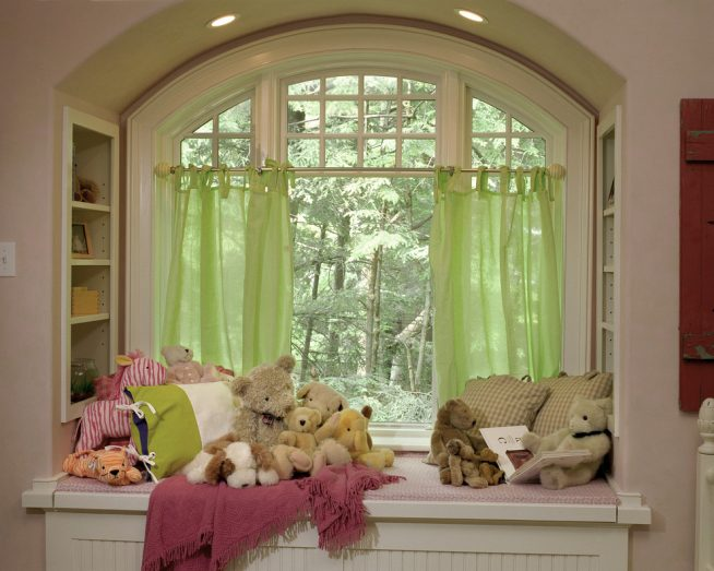 Детская с салатовыми шторами