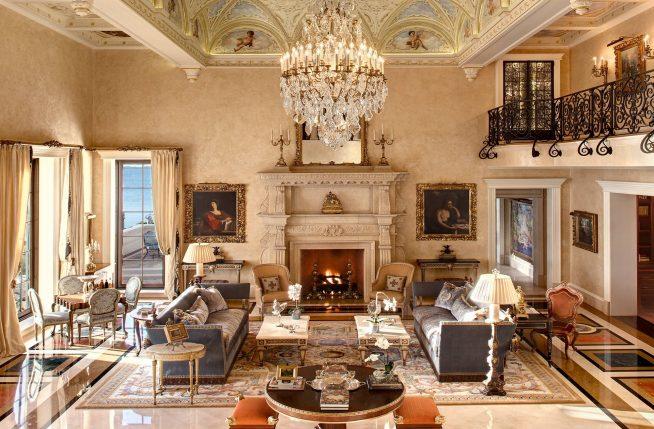 Интерьер зала-гостиной в стиле барокко