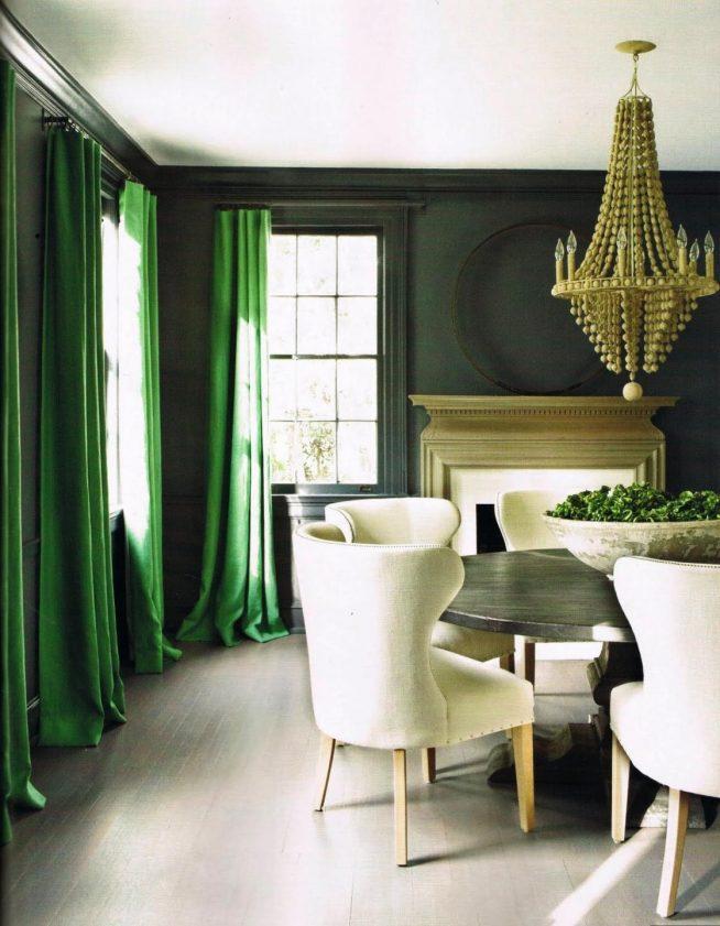 Изумрудные шторы в современной классике
