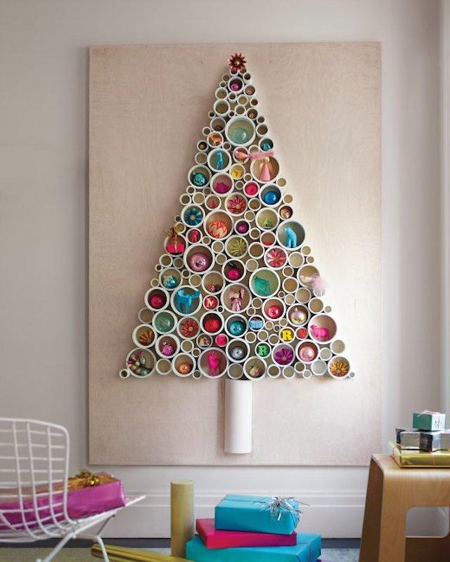 Украшение стены к Новому году с помощью ёлки