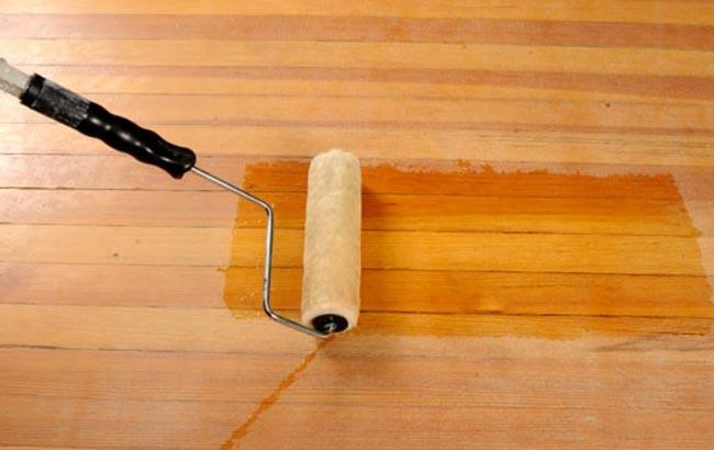 Покрываем деревянный пол