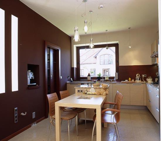 Дизайн квадратной кухни в доме