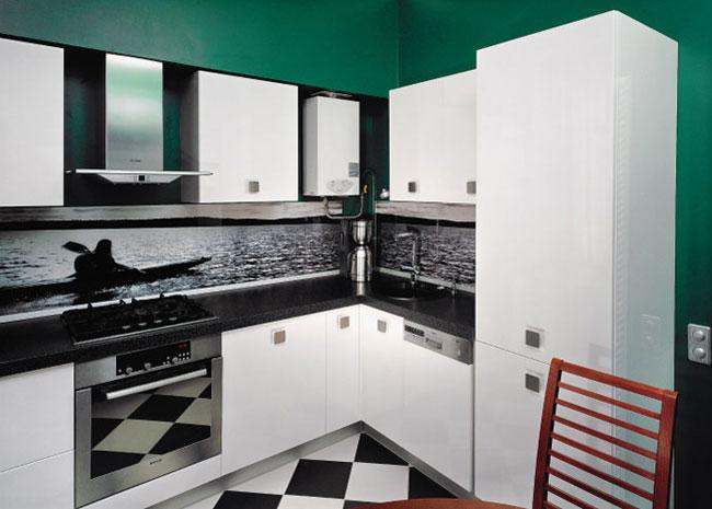 Дизайн кухни в классическом стиле с газовой колонкой