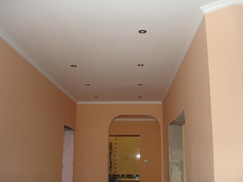 Дизайн побеленного потолка