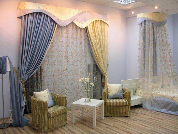 Разные шторы в одном интерьере спальни