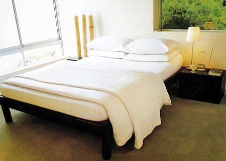Дизайн спальни из натуральных материалов для девушки
