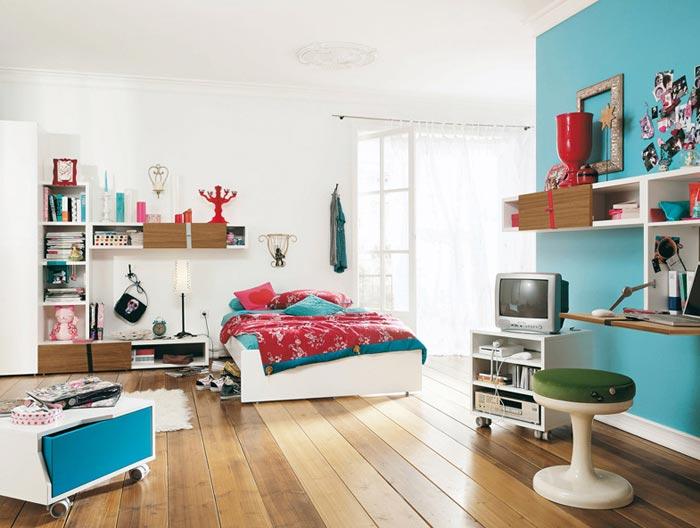 Дизайн спальни с окрашенными стенами для подростка