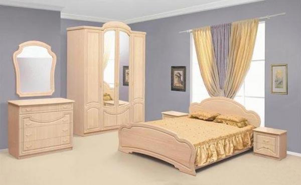 Дизайн спальной комнаты с мебелью из березы