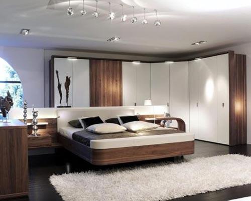 Как оформить стены, потолок и пол в небольшой спальной комнаты