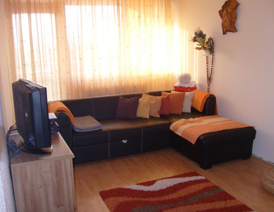 Интерьер не большой гостиной комнаты