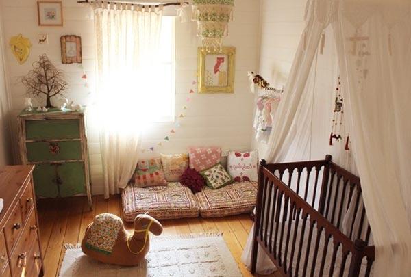 Где и как лучше установить кроватку для младенца в однокомнатной квартире