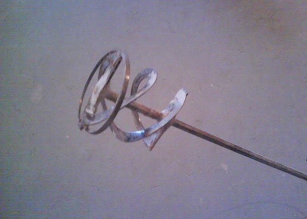 Как выглядит насадка для дрели для перемешивания смеси