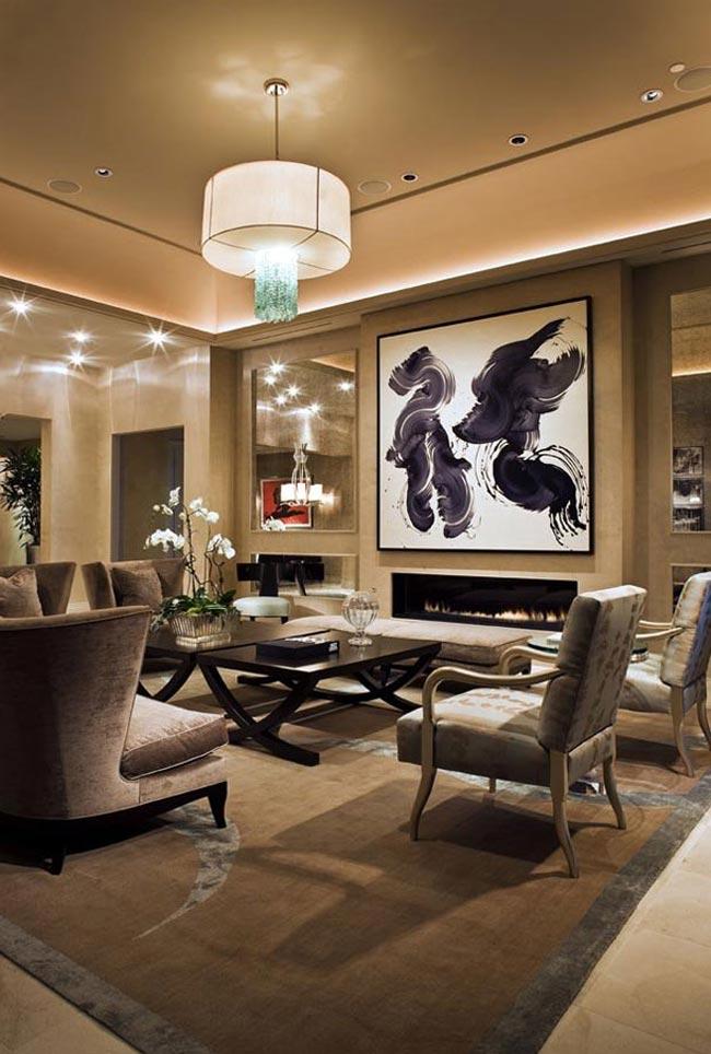 Большая картина в интерьере гостиной комнаты в квартире