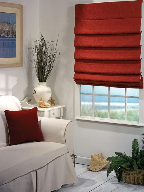 В дизайне квартиры используются шторы римские портьеры
