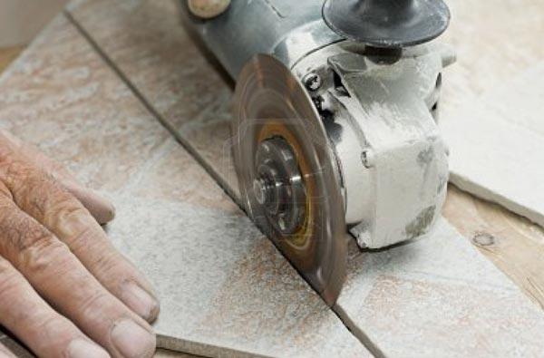 Подрезка плитки перед укладкой на пол