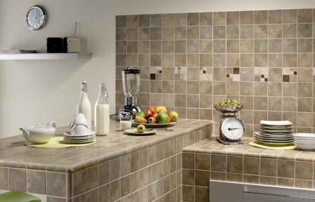 плитка для кухни, кухня, облицовка плиткой на кухне, плитка спокойных оттенков