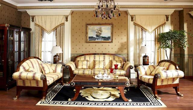 гостиная современного дома оформлена в стиле Ампир, мягкая мебель, чайный столик, ковер. люстра, картина