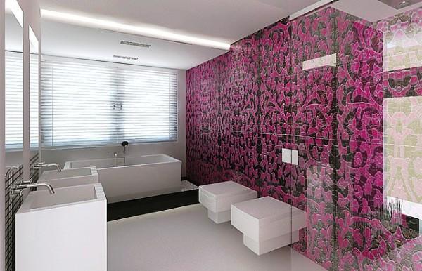 ванная комната с сиренево - черным узором из мозаики во всю стену и сантехникой квадратной формы