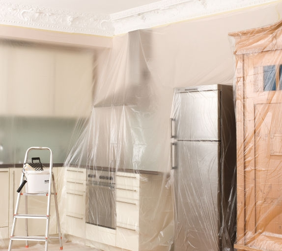 Защита мебели пленкой при ремонте