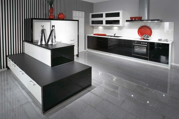 кухня в стиле техно в черно- белых тонах, с красными деталями, полосатыми обоями и черной матовой отделкой предметов мебели