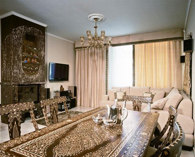 Индийский стиль интерьера с сочетанием белого и коричневого цветов