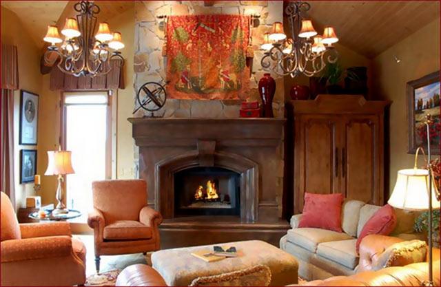 Камин классического стиля в гостиной