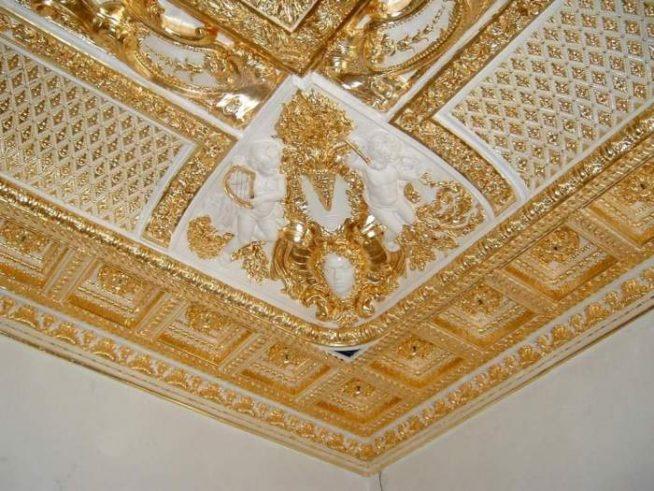 Позолоченный потолок