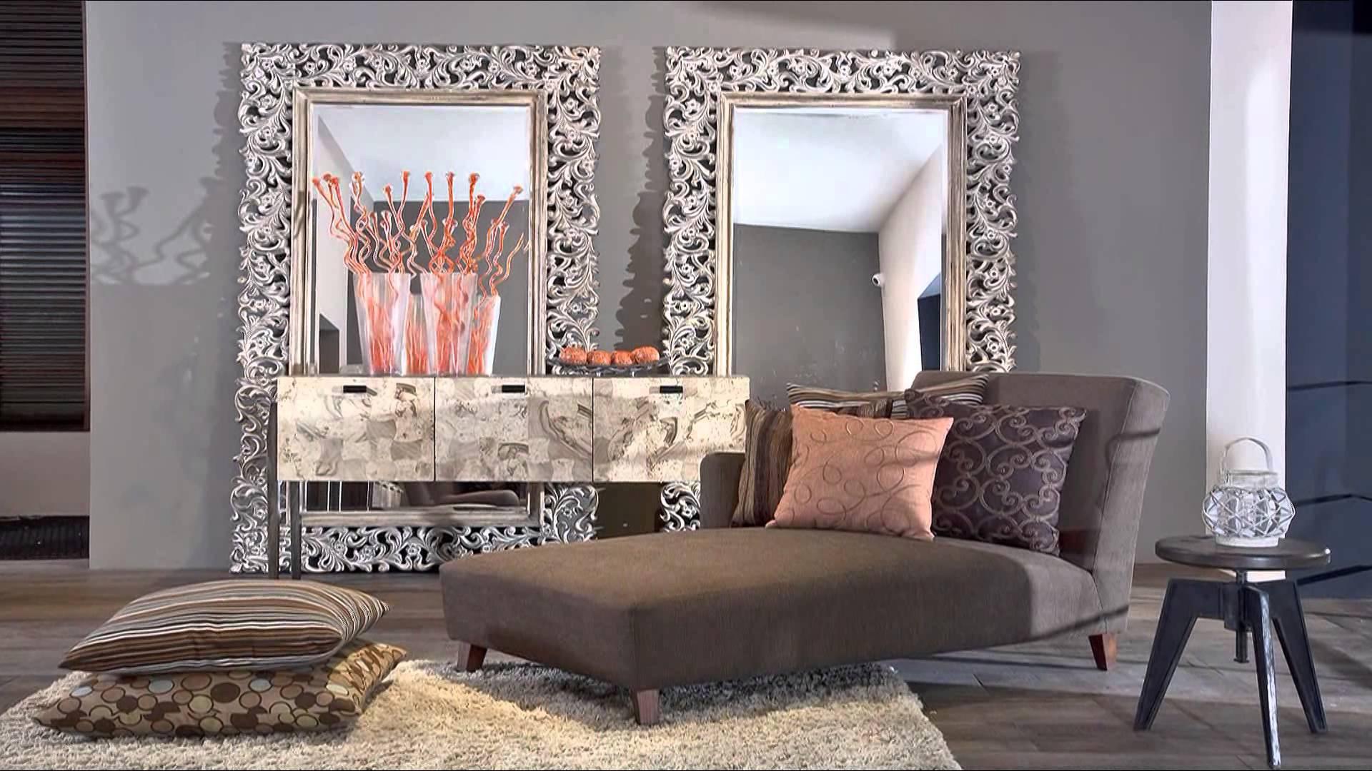 Комната с большими зеркалами