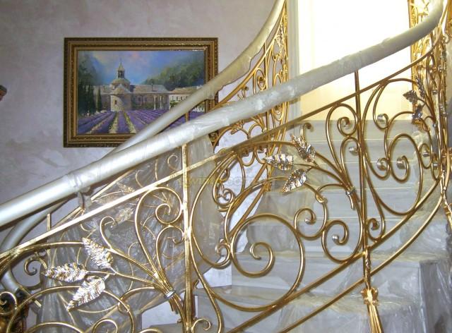 Позолоченная лестница