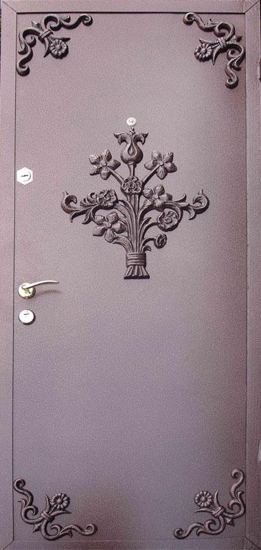 Декоративный рисунок на металлических дверях